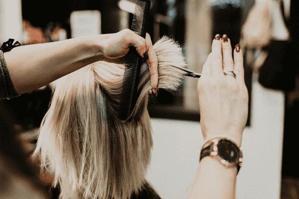 Mơ thấy cắt tóc mang đến điềm báo gì?